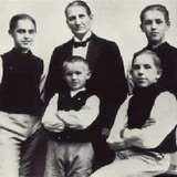 Foto från 1924. Fr.v. i bakre raden: Gösta, David och Jussi Björling. I den främre raden : Karl och (sittande) Olle.